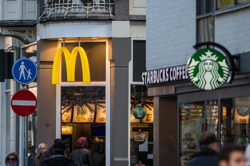 Макдоналдс и Старбакс в Амстердаме