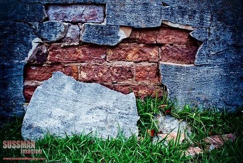 brick texture cemetery grave graveyard grass stone georgia unitedstates graves gravestones cracked lagrange troupcounty thesussman hillviewcemetery sonyalphadslra200 shadowlawncemetery