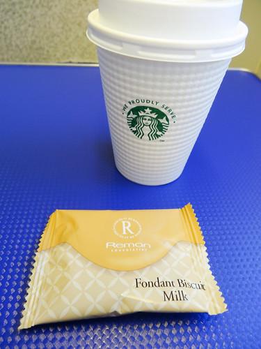 スタバ監修の機内コーヒー