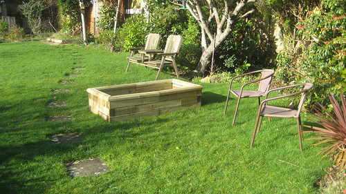 Woodblocx Raised bed herb planter