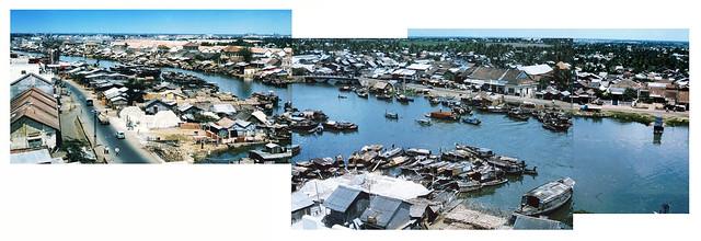 SAIGON 1964-65 - Ben Nghe Canal - Hình ghép (2).  Bên này là Bến Chương Dương, bên kia là Bến Vân Đồn.