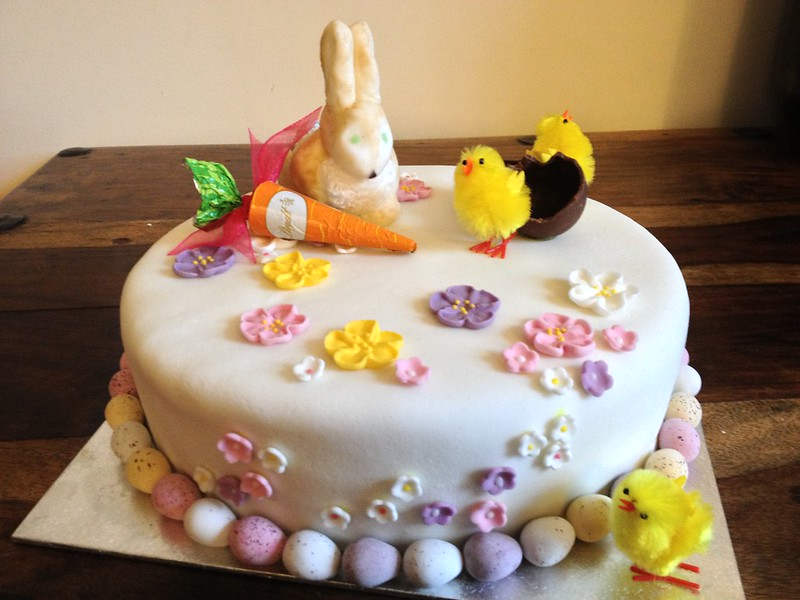 Boozy Easter Cake : Decorate the cake