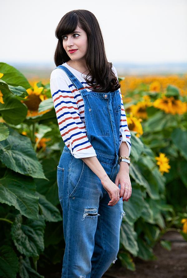 אפונה בלוג אופנה, אוברול ג'ינס, חולצת פסים, שדה חמניות, denim overalls, striped shirt, israeli fashion blog