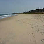 Imagem de Praia com 1597 metros de comprimento. gambia kololi kolilibeach thegambia