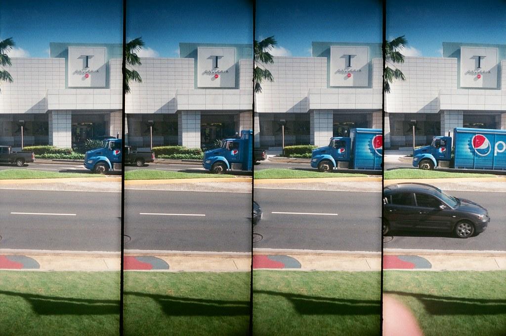 Guam US / FUJICOLOR 業務用 / SuperSampler Dalek 在關島的路上竟然看到我愛喝的百事可樂的車車!  超酷!  SuperSampler Dalek FUJICOLOR 業務用 ISO400 7411-0006 2016-11-08 Photo by Toomore