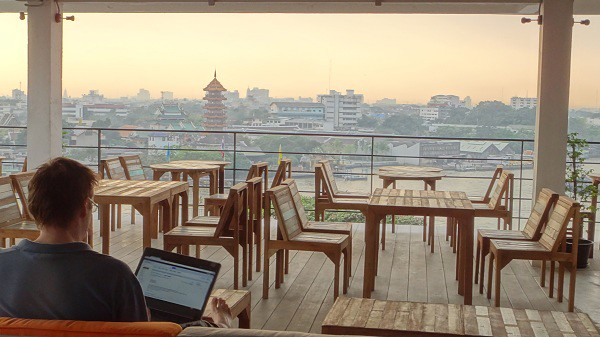 An-office-with-a-beautiful-view-in-Bangkok