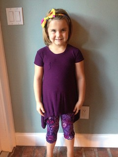 Banyan tee size 8-9 and lil blue boo leggings size 8-9