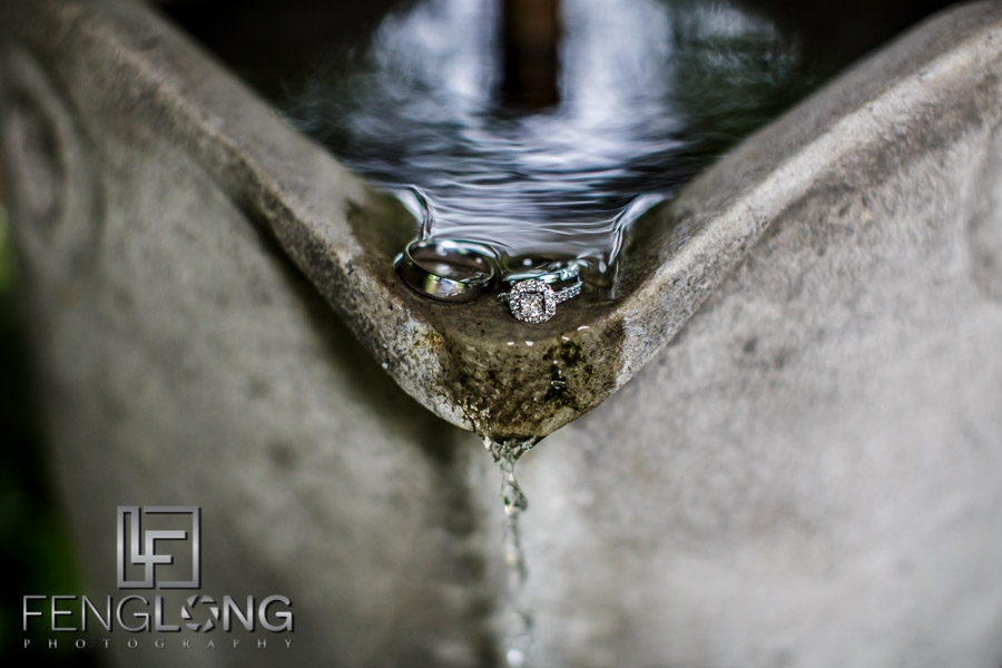 Artistic photo of the wedding rings in water