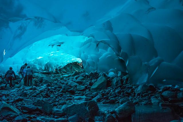 Las cuevas del Hielo bajo Mendenhall Glacier