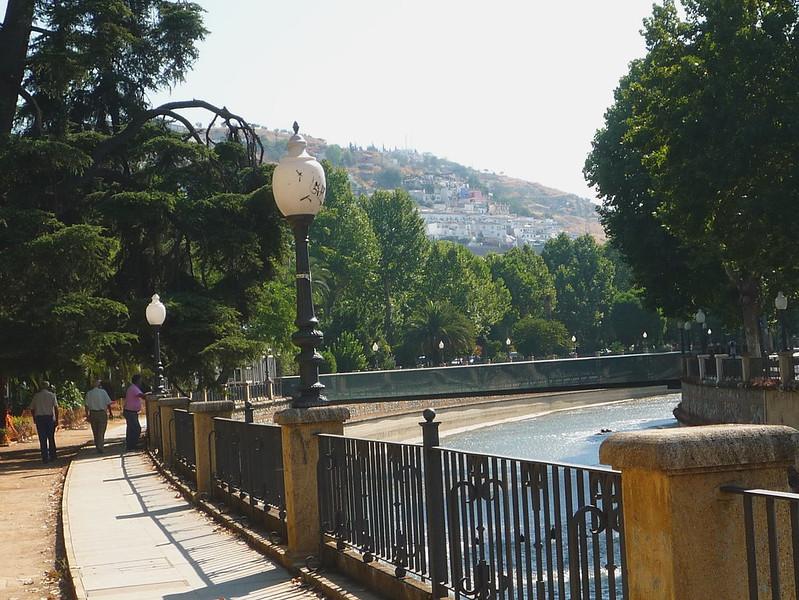 Stadtviertel San Matias von der Brücke über den Rio Genil