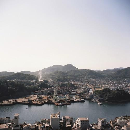 film analog kodak hiroshima portra onomichi 広島 portra400 尾道 造船所 2013 写真部 尾道水道 airesreflexz 起きたらすっかり陽が昇っていました 向島工場