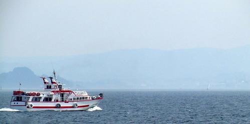 Pasa un ferry hacia Bueu by JoseAngelGarciaLanda