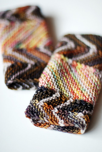 Color by Number Zig-Zag Mitts