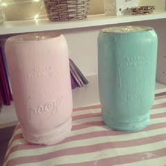 Filming my diy distressed mason jar, ehhh so cute ! #diy #masonjar #distressedmasonjar #howto #vase #pencilholder #excited