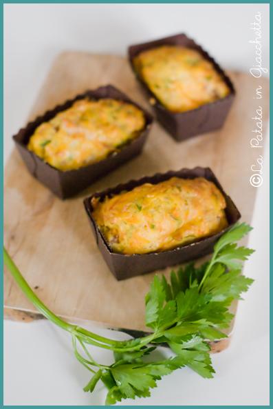 Mini cake salati con carote e pancetta