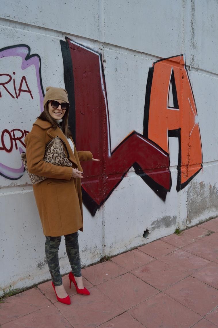 lara-vazquez-madlula-blog-brown-coat-red-salons