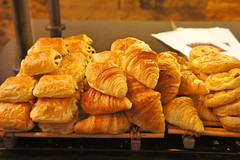 meal(0.0), breakfast(0.0), dessert(0.0), baking(1.0), baked goods(1.0), bakery(1.0), food(1.0), viennoiserie(1.0), dish(1.0), danish pastry(1.0), croissant(1.0),