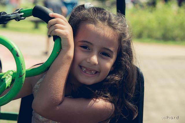 Janelinha    ! >>> Ative sua máquina do tempo <<< #hardphotographia #hard2016 #ativesuamaquinadotempo #fotografiaurbana #foto #fotografia #instafoto #villalobos #saopaulo #crianca #felicidade #sorriso #menina #activateyourtimemachine #photography #photogr