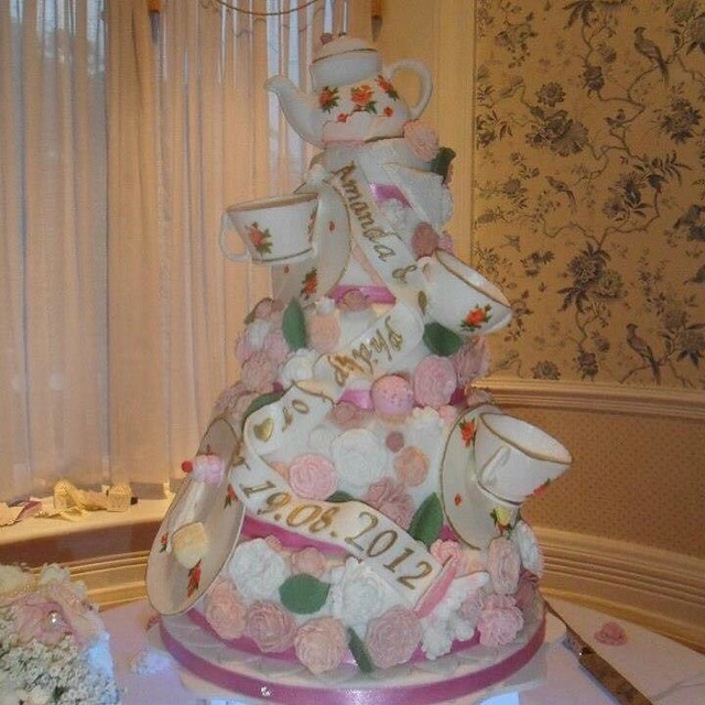 Cake by Dawn Hardy of Edible Elegance