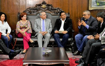 Renan Calheiros recebeu o senador Paulo Paim e representantes de centrais sindicais. - Créditos: Jane de Araújo / Agência Senado