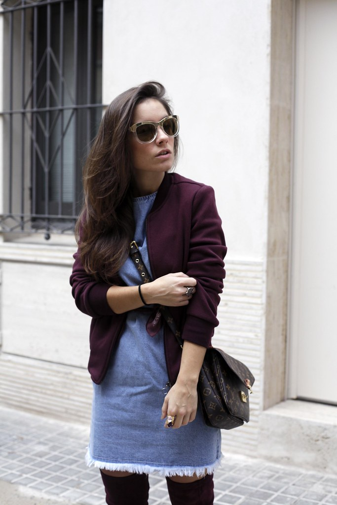 012_how_to_wear_bomber_burgundy_outfit_theguestgirl_streetstyle_barcelona