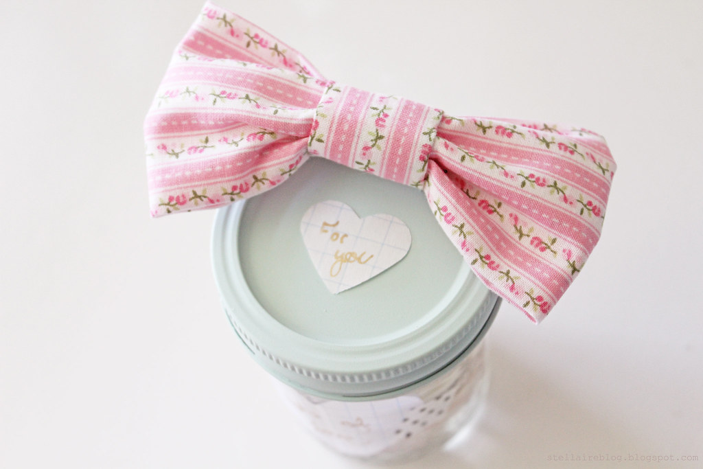 bow on jar