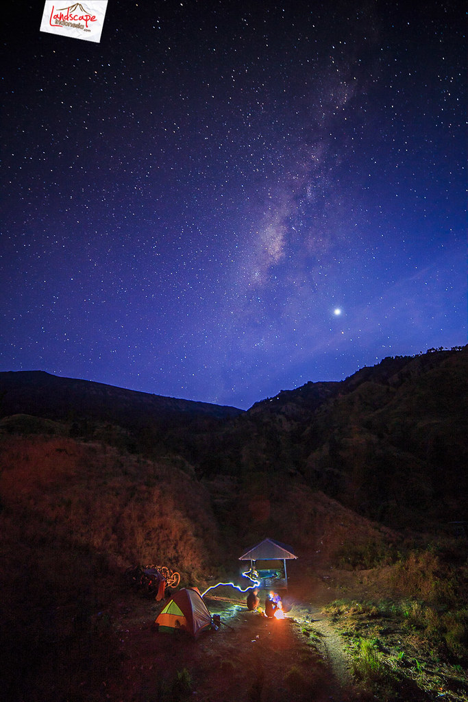 milky way over rinjani