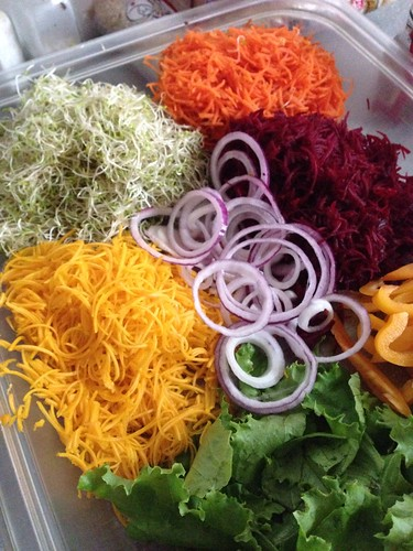 salad with spiralized vegetables