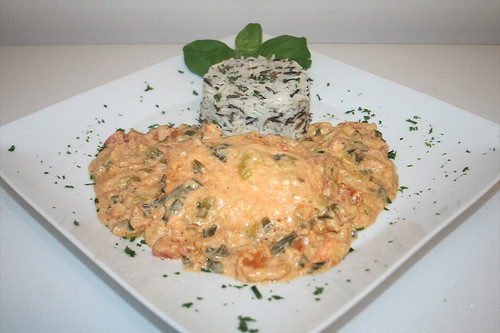 44 - Lachfilet in pikanter Krabben-Kokosmilchsauce - Serviert 2 / Salmon filet in spicy shrimp coconut milk sauce - Served II