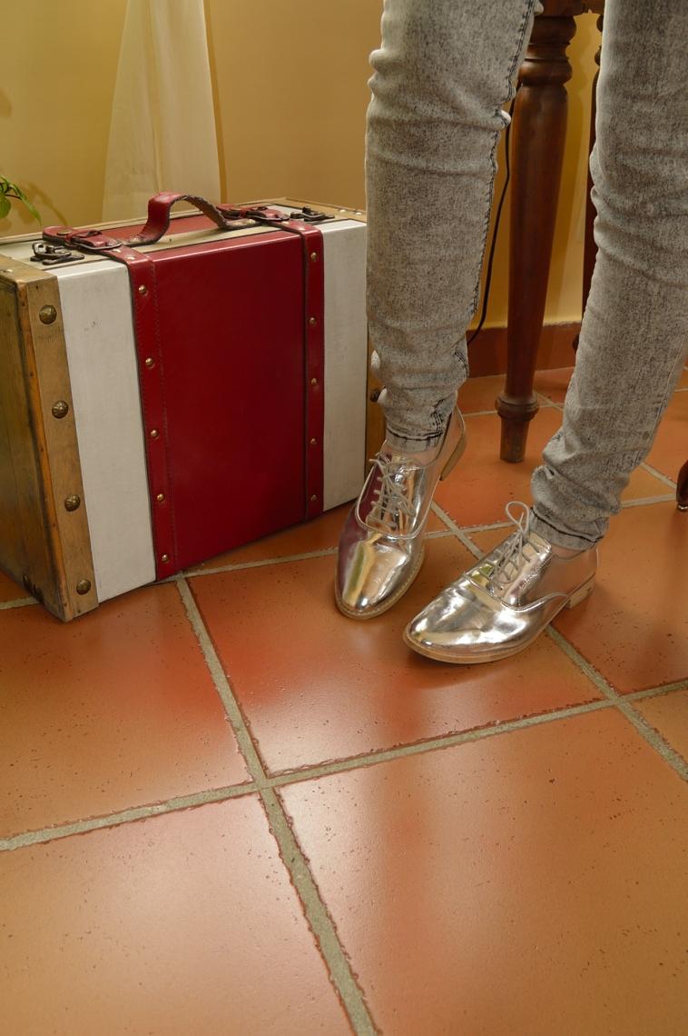 lara-vazquez-madlula-blog-fashion-style-shiny-shoes