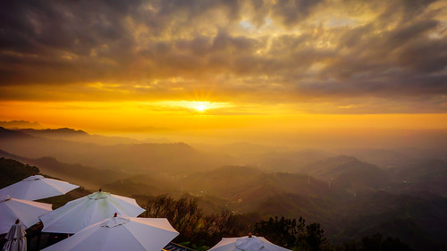 sunset cloud mountain umbrella scenery taiwan taichung rollinfarm