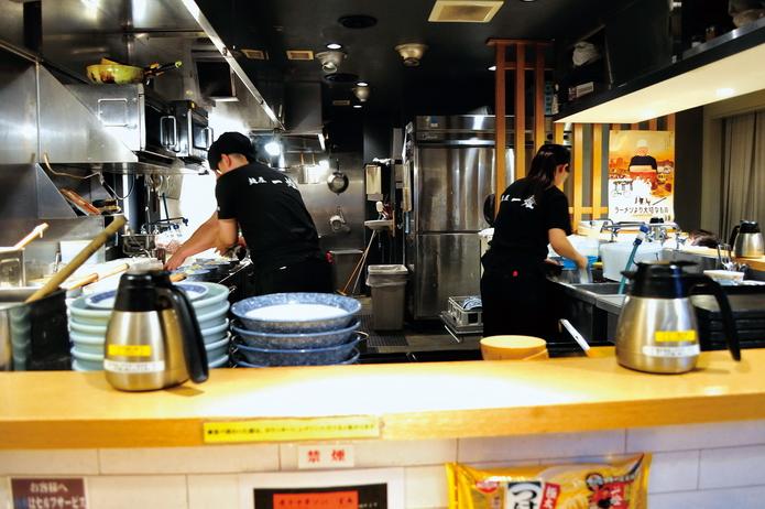 3-2-018-開放式廚房讓客人看得一清二楚_6371