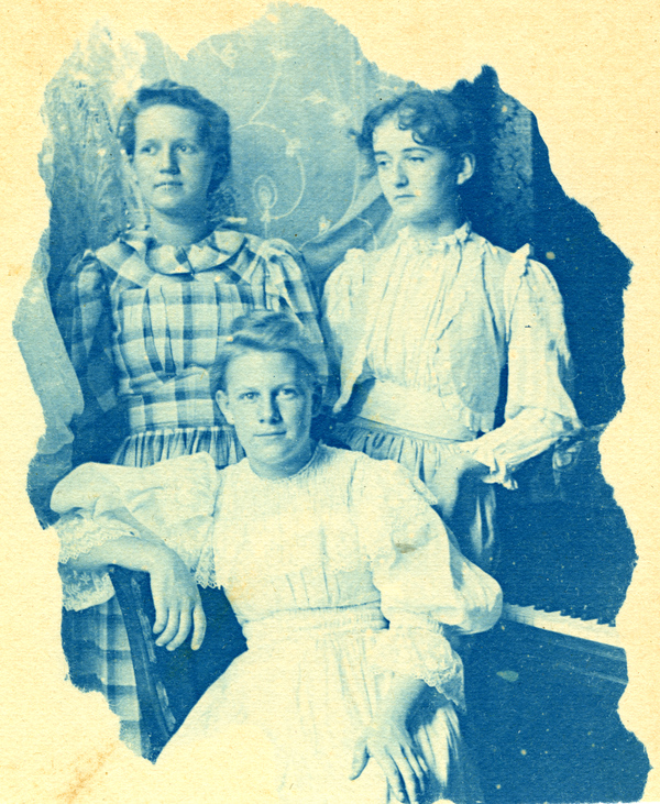 Koreshans Catherine and Edwina Lovelle McCredy with Annie Ray Andrews in Estero, Florida
