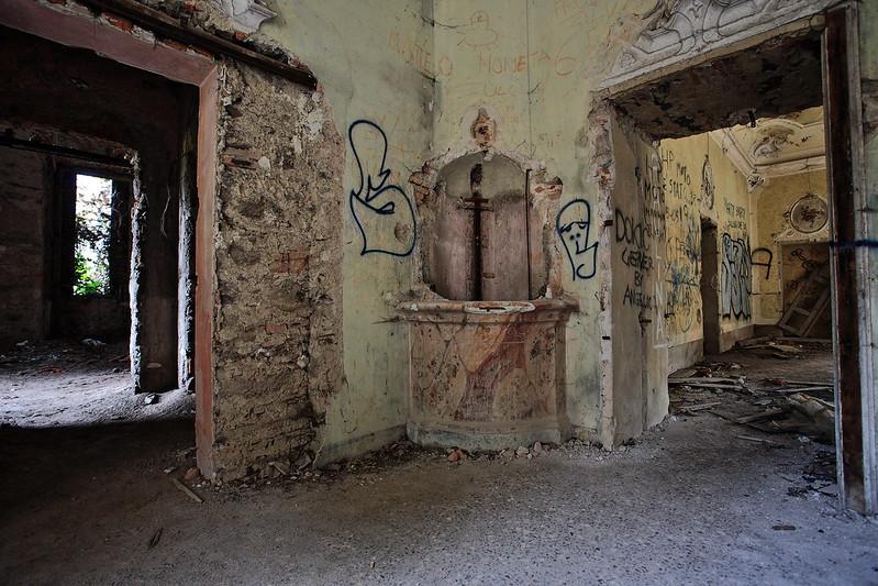 Interno della villa de vecchi
