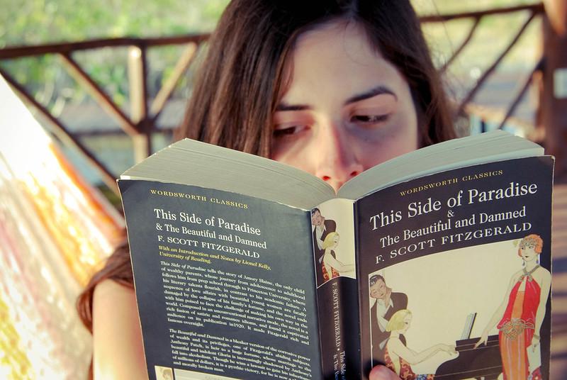 Este lado del paraíso en www.oddcatrina.com