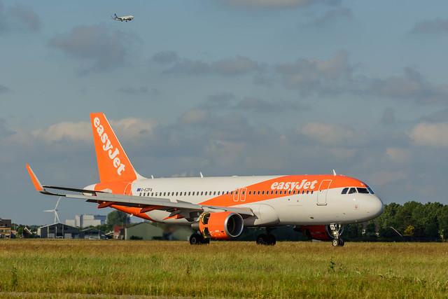 easyJet Airbus A320 G-EZPA