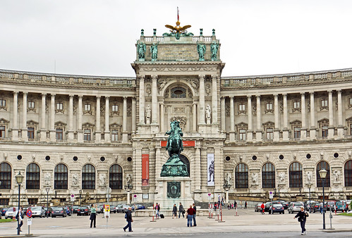 rentalcars24h_5_Awesome_palaces_in_Vienna_you_cannot_miss3