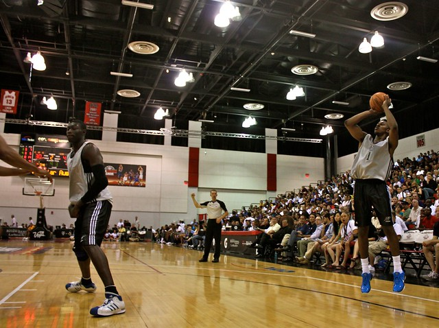 Nick Young corner 3 from John Wall - 2010 NBA Summer League