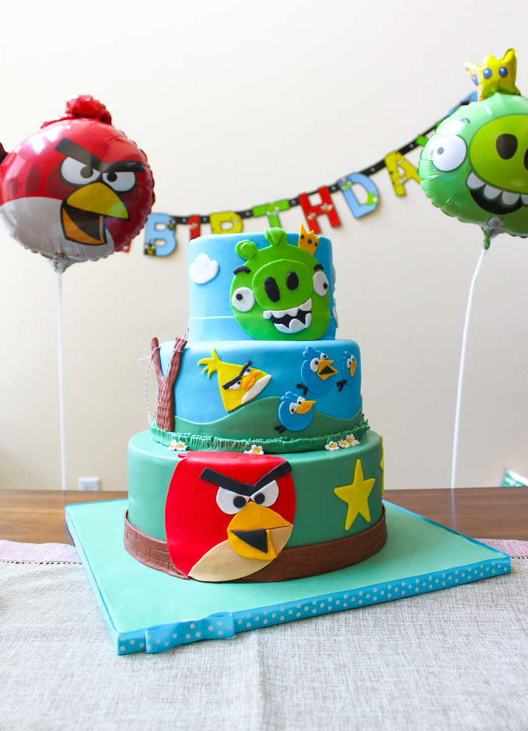 Angry Birds Birthday Cake-The Little Epicurean