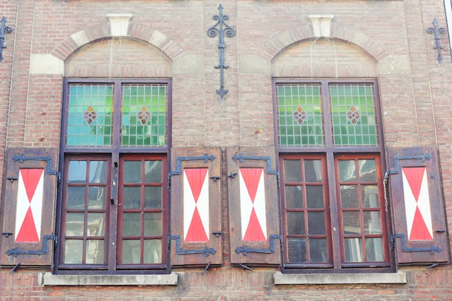 Maastricht medieval house windows