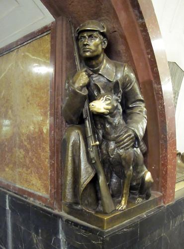 Ploshchad-Revolutsii-Lucky-Dog