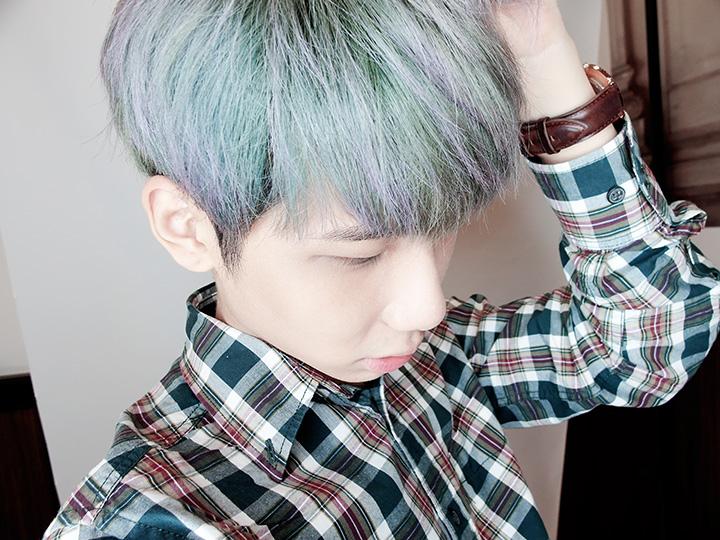 typicalben selfie turquoise hair
