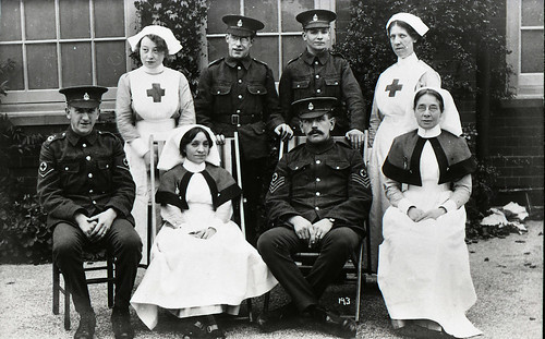 Nurses and soldiers, military hospital, WWI