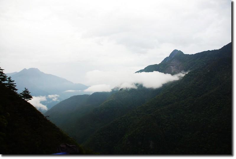 東望三角錐、塔山(From 延海林道) 1