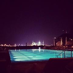 Shangri-La Infinite pool #AD #ABUDHABI #Shangrila #pool #sheikh_zayed #masjed