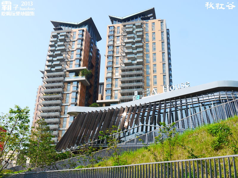 11268037625 855b94293e b - 秋紅谷廣場,獨特的下凹式生態景觀公園,台中新一代的熱門景點。