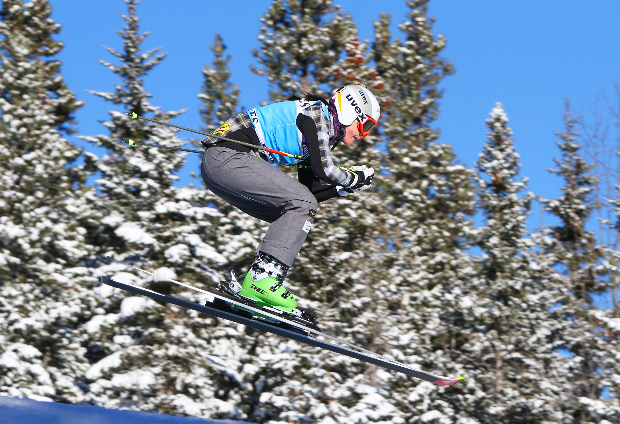 Marielle Thompson sails through the air at the FIS Ski Cross World Cup in Nakiska, CAN
