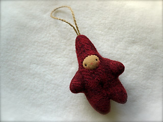 Drizzle Ornament: Dk. Red HUGGY/Tan