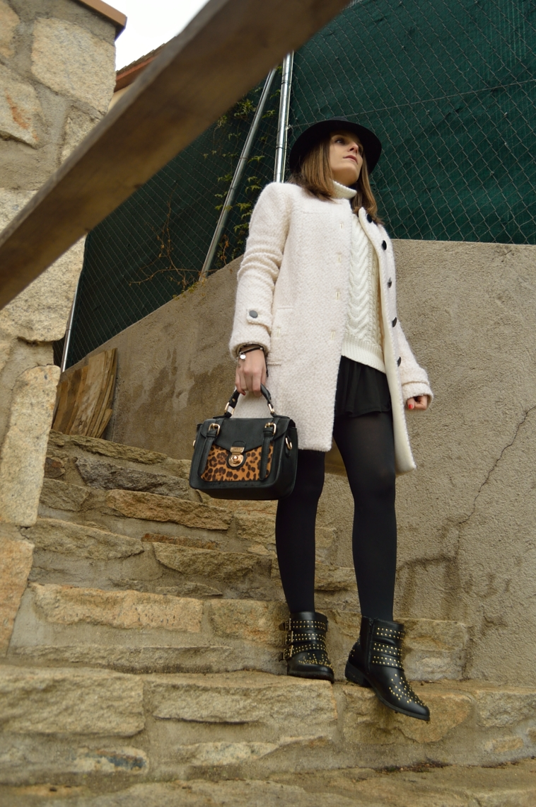lara-vazquez-madlula-streetstyle-white-coat-leopard-bag-chic