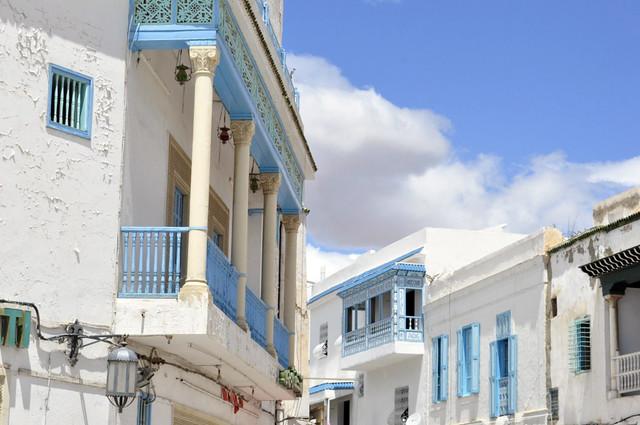 Casas Azul y Blancas del interior de la medina de Kairouan Kairouan, la cuarta ciudad más santa de la fe musulmana - 14148600013 5dfc6dd5b6 z - Kairouan, la cuarta ciudad más santa de la fe musulmana